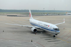 Air China B737 no aeroporto de Shenyang, China Imagem de Stock Royalty Free
