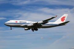 Air China Boeing 747-400 B-2472 samolot pasażerski z chińskim prezydentem na lądowaniu przy Hamburskim lotniskiem dla G20 szczytu obraz stock