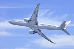 Air China Boeing 777-300ER, B-2086 in the air, Beijing, China Stock Photography