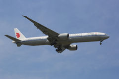 Air China Boeing 777 in New York sky before landing at JFK Airport Stock Photography