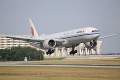 Air China Boeing 777 på Frankfurt Arkivfoto