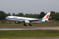 Air China-de luchthaven van Chengdu van het Luchtbusa330-200 vliegtuig Stock Afbeelding