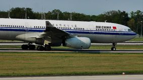 Air China hebluje taxiing na pasie startowym, Frankfurt, FRA