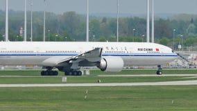 Air China que hace el taxi en el aeropuerto de Munich, MUC almacen de video