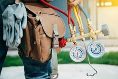 Free Air Conditioning Technician And A Part Of Preparing To Install N Stock Photos - 103372093