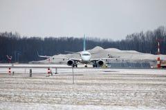 Air Dolomiti Embraer ERJ-195 I-ADJU som tar av Royaltyfri Fotografi