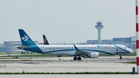 Air Dolomiti Embraer taxiing w Frankfurt lotnisku, FRA