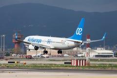 Air Europa Boeing 737 30 ans débarquant à Barcelone photos stock