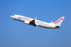 Air Europa Boeing 737 tagande-av Fotografering för Bildbyråer