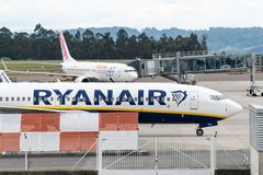 Air Europa en ryanair vliegtuigen op Santiago de Compostela Airport royalty-vrije stock foto's