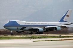 Air Force One aterra no aeroporto internacional de Atenas Fotos de Stock