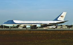 Air Force One B-747 92-9000 del U.S.A.F. a Andrews AFB immagini stock