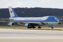 Air Force One débarque à l'aéroport international d'Athènes Photos libres de droits