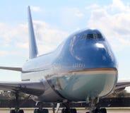 Air Force One, das an JFK internationales New York City, New York mit einem Taxi fährt Stockfotografie