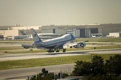 Air Force One llega en Long Beach, CA Imagenes de archivo
