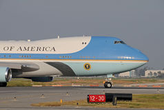 Air Force One quittant Long Beach Images libres de droits