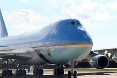 Air Force One som åker taxi på JFK internationella New York City, New York Royaltyfria Bilder