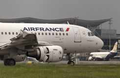 Air France Airbus A319-111 aircraft landing on the runway Royalty Free Stock Photos