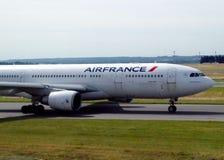 Air France aplana o título à pista de decolagem para começar a viagem imagens de stock