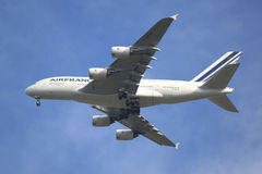 Air France flygbuss A380 i New York himmel, innan att landa på JFK-flygplatsen Arkivbilder