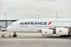 Air France A380 flygplan på Charles de Gaulle International Airp Arkivfoto