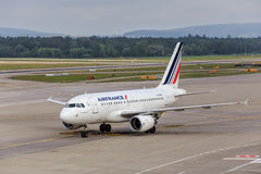 Air France KLM Airbus A318 no aeroporto de Zurique Fotos de Stock Royalty Free