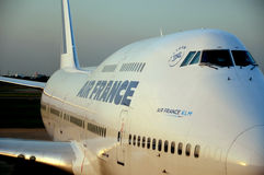 Air France KLM jet. Aeroplane leaving parking stand at airport terminal building Stock Photos