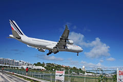 Air France landning på SXM   Royaltyfri Bild