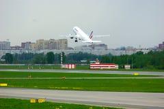 Air France linii lotniczych Aerobus A320-214 samolot w Pulkovo lotnisku międzynarodowym w Petersburg, Rosja Zdjęcie Stock