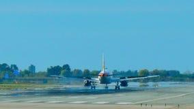 Air Iberia Jet Plane Approaching Landing banque de vidéos