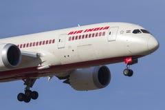 Air India Boeing 787-8 Dreamliner VT-ANO en acercamiento a la tierra en el aeropuerto internacional de Melbourne Fotografía de archivo libre de regalías