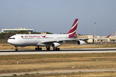 Air Mauritius A330 que llega para el mantenimiento Imágenes de archivo libres de regalías