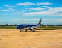 Air Moldova Airbus A320 na pista de decolagem em Stansted, hdr Imagem de Stock Royalty Free