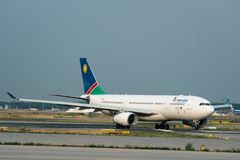 Air Namibia-Luchtbus A330 v5-ANP die in Frankfurt-am-Main Airp taxi?en Royalty-vrije Stock Fotografie
