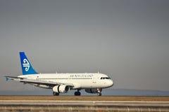Air New Zealand 737 sulla pista. Fotografia Stock