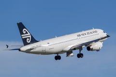 Air New Zealand Airbus A320, der von Sydney Airport sich entfernt lizenzfreies stockbild