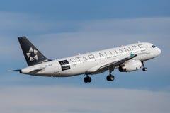 Air New Zealand Airbus A320, der von Sydney Airport sich entfernt lizenzfreie stockfotos