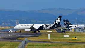 Air New Zealand Airbus A320 que taxiing no aeroporto internacional de Auckland Fotos de Stock