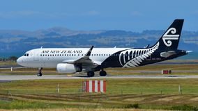 Air New Zealand Airbus A320 que taxiing no aeroporto internacional de Auckland Imagens de Stock
