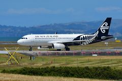Air New Zealand Airbus A320 que taxiing no aeroporto internacional de Auckland Foto de Stock Royalty Free