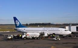 Air New Zealand B737-300 que reaprovisiona de combustible, Christchurch fotografía de archivo