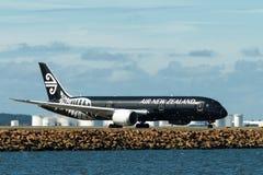 Air New Zealand Boeing 787 Dreamliner op baan Stock Afbeeldingen