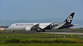 Air New Zealand Boeing 787-9 Dreamliner roulant au sol à l'aéroport international d'Auckland Photo stock