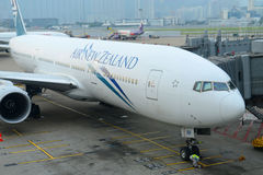 Air New Zealand Boeing 777 em Hong Kong Airport Fotografia de Stock