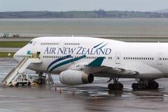 Air New Zealand Boeing 747-419 ZK-NBT sur le macadam à l'aéroport international d'Auckland Photo libre de droits