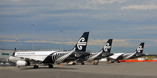 Air New Zealand-Jets ausgerichtet an Christchurch-Flughafen Stockfotografie