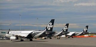 Air New Zealand strålar uppställda på den Christchurch flygplatsen Arkivbild