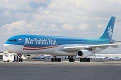 Air Tahiti Nui sprutar ut Arkivfoton