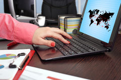 Air travel scheme. Businesswoman working and laptop with  air travel scheme Stock Photography