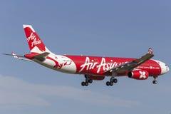 AirAsia X Airbus A330-343 9M-XXJ na aproximação à terra no aeroporto internacional de Melbourne Foto de Stock